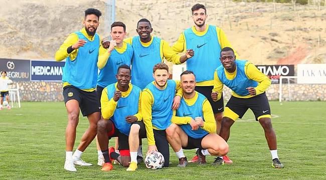 Y.Malatyaspor'da,4 Futbolcunun Testi Pozitif Çıktı