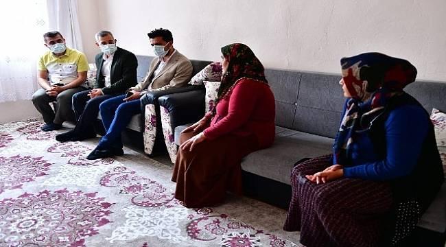 Çınar, Vatandaşların Taleplerini Evlerinde Dinliyor