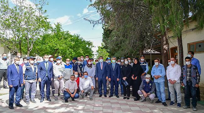Başkan Gürkan'dan,Mezarlık Personeline Övgü