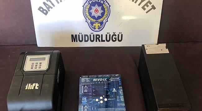 Malatya'da,Polis Alıcı Kılığına Girdi Hırsızı Yakaladı